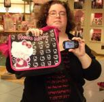 6 - Un umbriano con una mochila de Hello Kitty